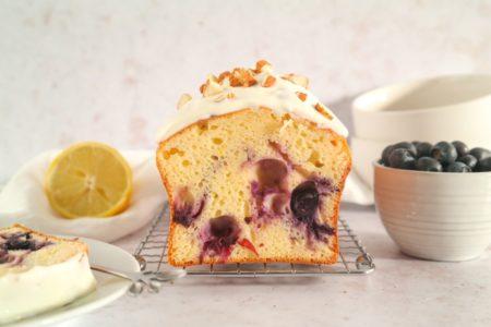Citroencake met blauwe bessen